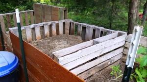 humanure-composting-pallets